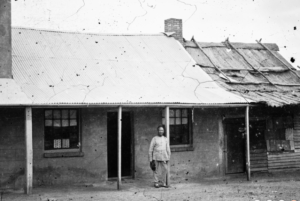 Chinese man outside a house, Tambaroora, ON 4 Box 12 No 80007 Digital order no: a2822969 State Library of NSW
