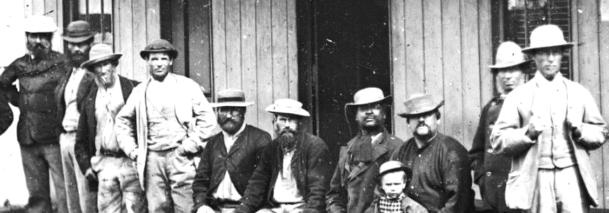 Men outside James Tattersall's Hotel, Hill End ON 4 Box 11 No 70209 Digital order no: a2822908 State Library of NSW